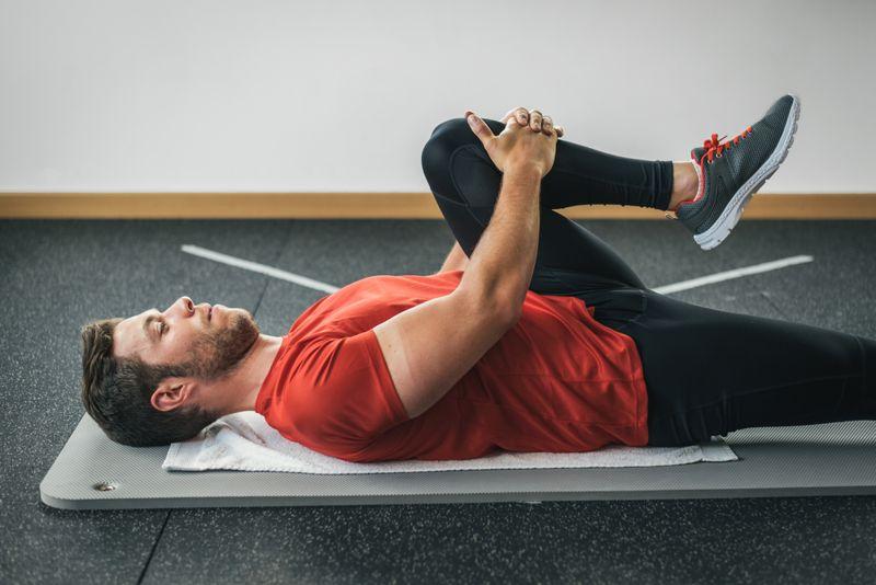 knee to shoulder sciatic nerve stretch