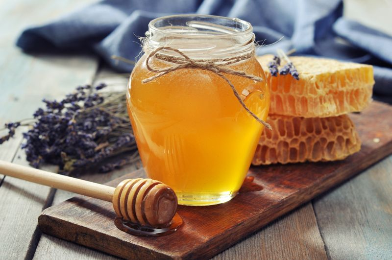 Home Remedies for Sunburn honey