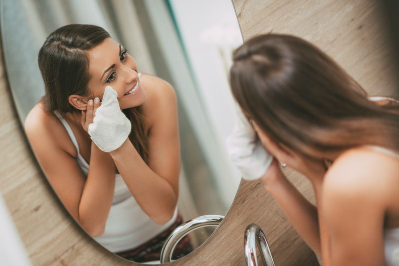 remove makeup puffy eyes