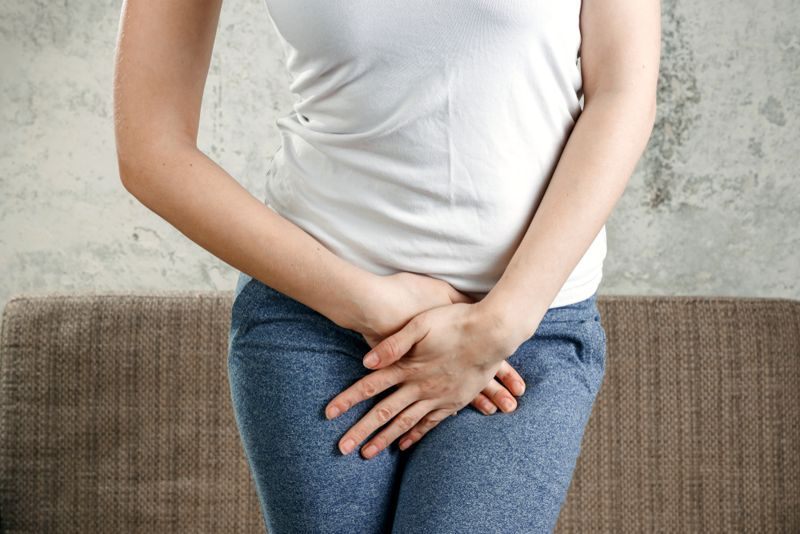 discharge symptoms of chlamydia in women
