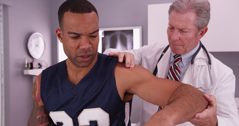 signs of dislocated shoulder
