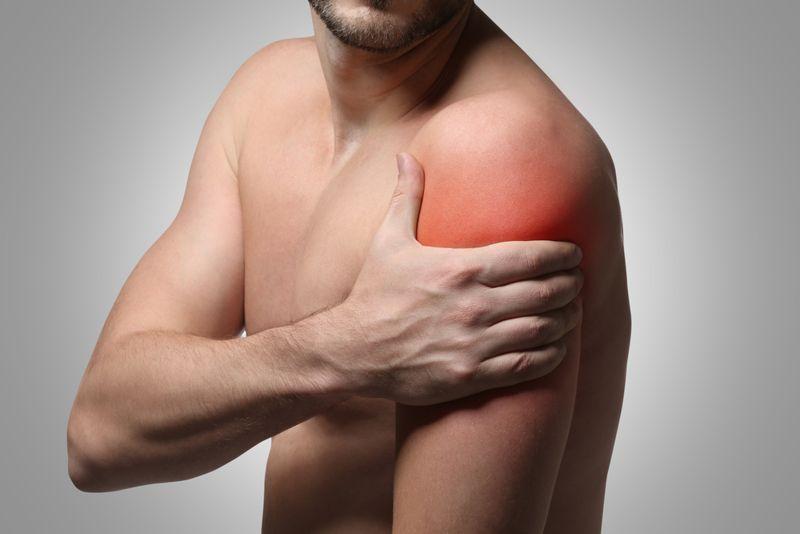 symptoms of dislocated shoulder