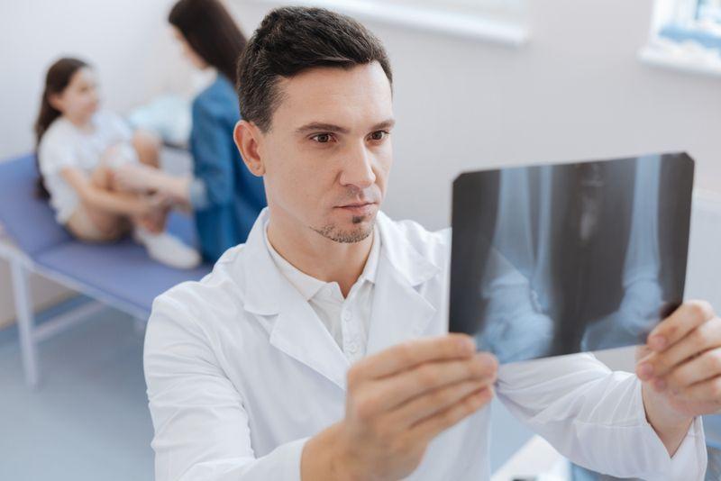 How do doctors diagnose growing pains?