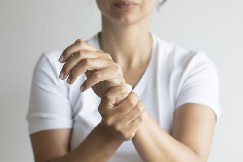 what causes a Carpal Boss