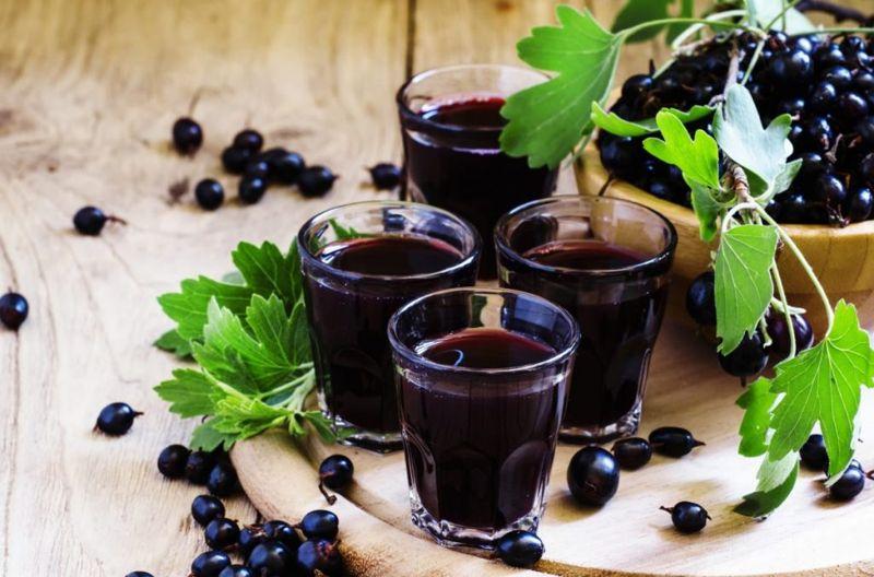 healthy blackcurrants