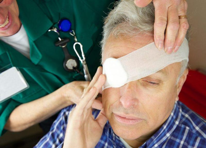 chemical eye burns treatment