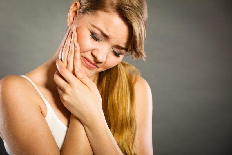 symptoms of dental abscesses