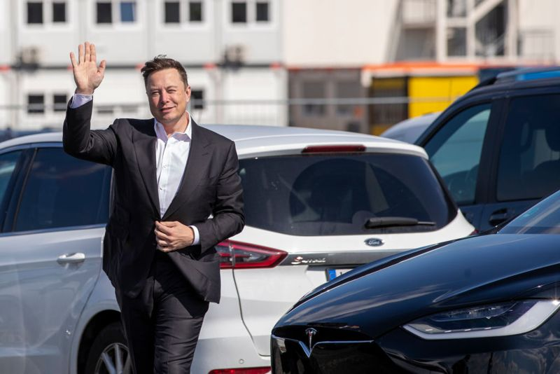 GRUENHEIDE, GERMANY - SEPTEMBER 03: Tesla head Elon Musk arrives to have a look at the construction site of the new Tesla Gigafactory near Berlin on September 03, 2020 near Gruenheide, Germany. Musk is currently in Germany where he met with vaccine maker CureVac on Tuesday, with which Tesla has a cooperation to build devices for producing RNA vaccines, as well as German Economy Minister Peter Altmaier yesterday. (Photo by Maja Hitij/Getty Images)
