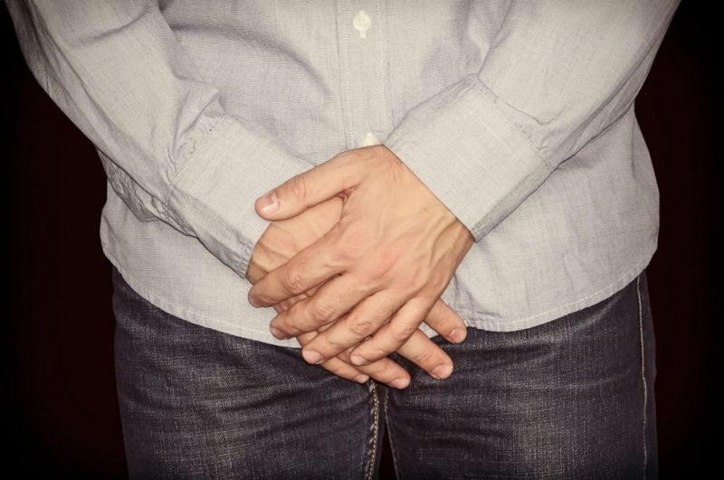 symptoms of retractile testicles