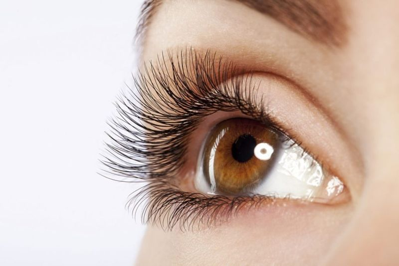 common causes of scratched cornea