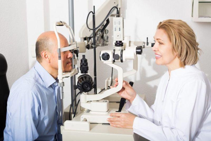 doctors helping corneal ulcer