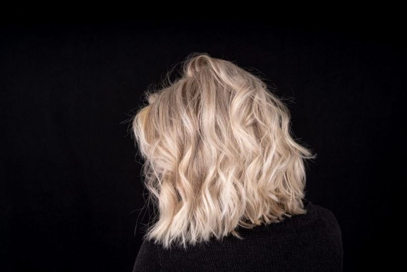 shoulder length hair loose waves