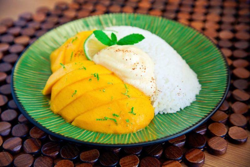 slices mangoes