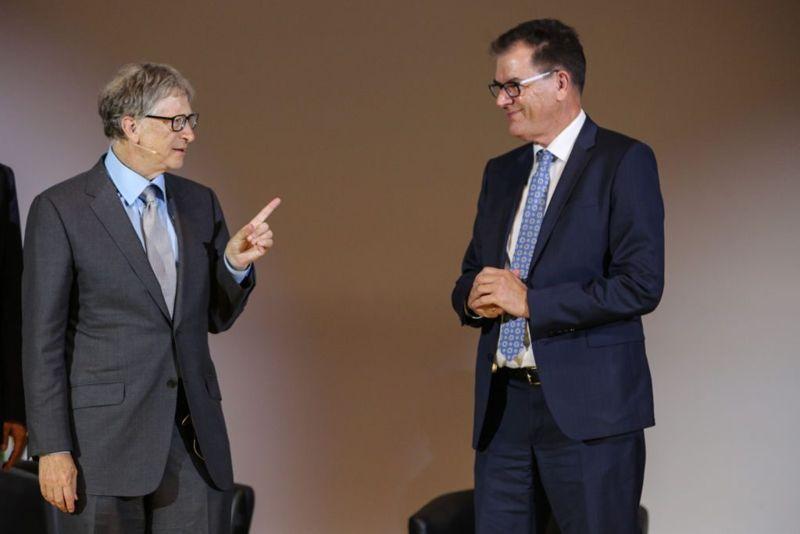 Bill Gates private plane porsche