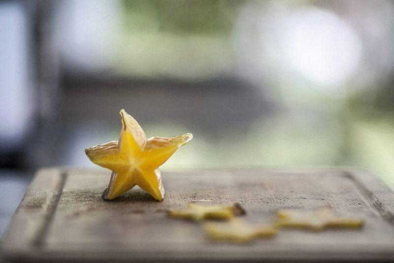 preparing star fruit