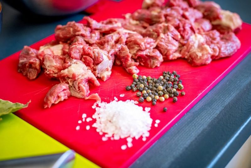 prepare beef for beef burgundy