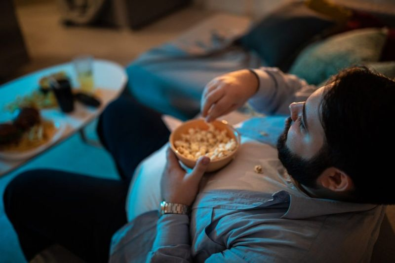 distractions while eating mindful eating
