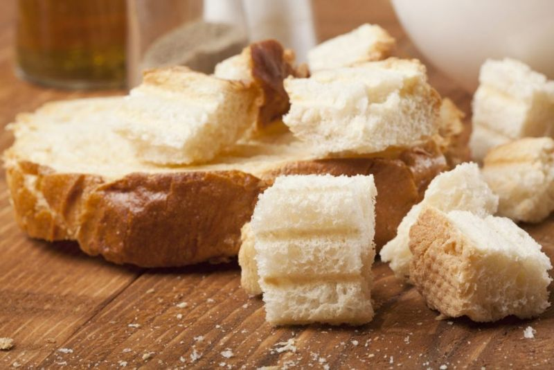 stuffing dry bread cubes