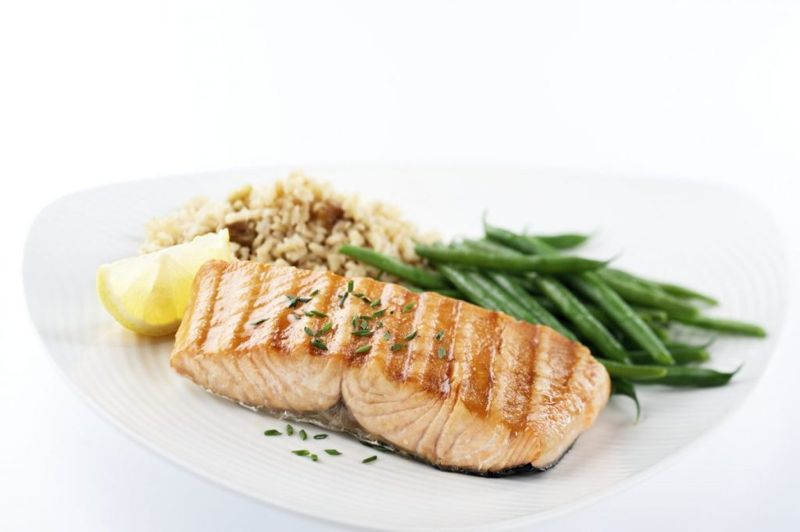 healthy grilled salmon flavorful