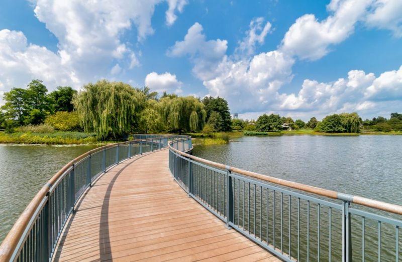 greenery botanic garden lakes