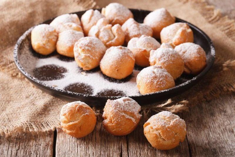 donuts in sugar