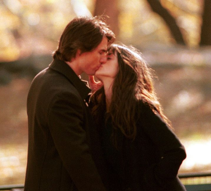 """Actor Tom Cruise kisses co-star Penelope Cruz on the set of his new film """"Vanilla Sky,"""" during the first day of shooting November 6, 2000 in New York City''s Central Park. It was announced today that Tom and Penelope's 3 year relationship has reportedly been over since Januray 2004, and is described as an """"amicable"""" break-up. The Hollywood pair got together after Cruise, 41, separated from wife Nicole Kidman in 2001."""