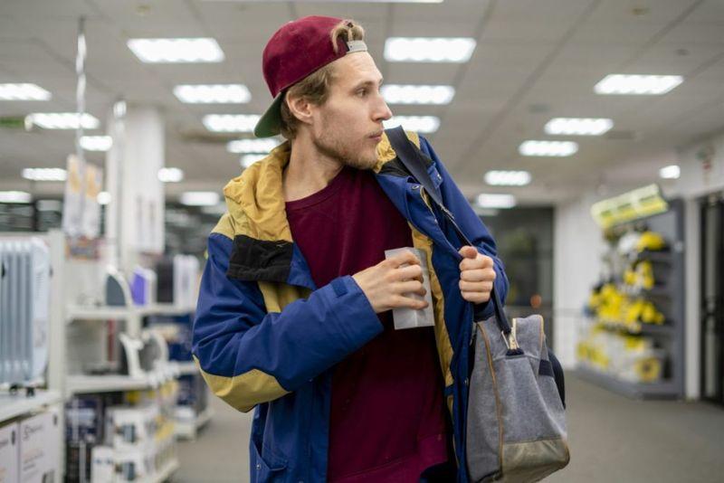 kleptomania shoplifting symptoms