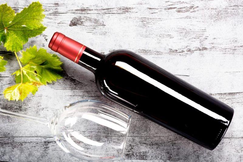 wine bottle open wooden spoon