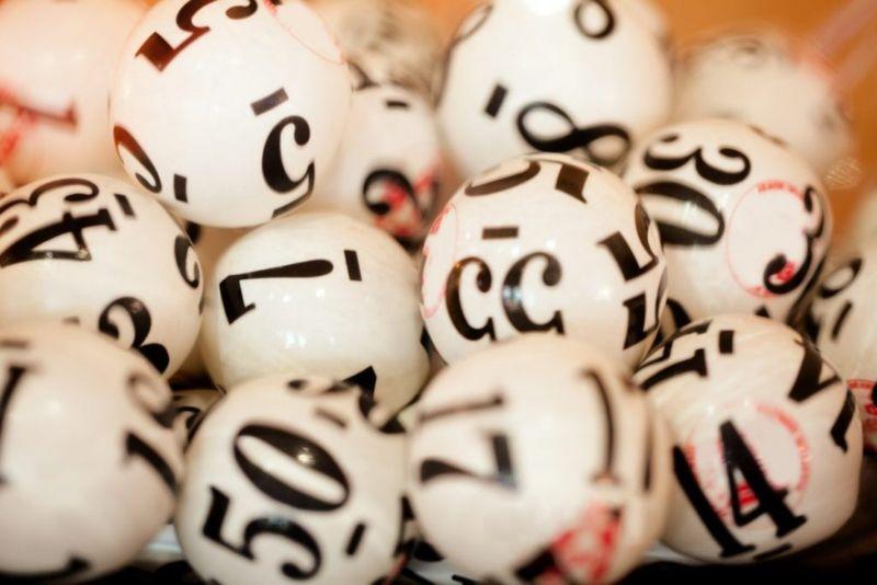 White lottery balls