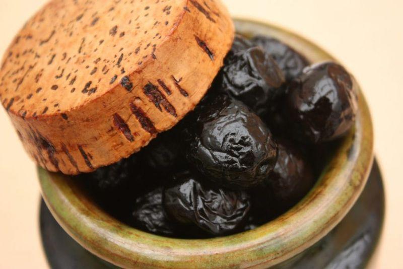 black olives, brine, canned, oil