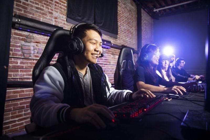 gaming headset communication