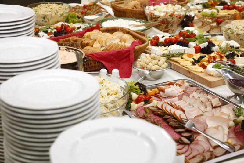 buffet food eating
