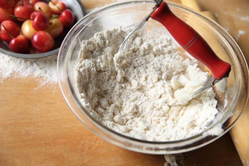 mixing baking powder biscuits