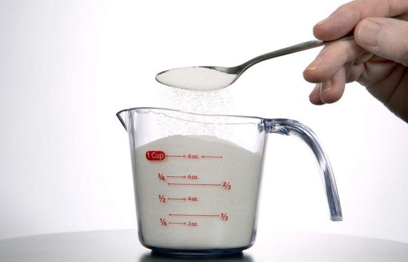 spoon pouring sugar