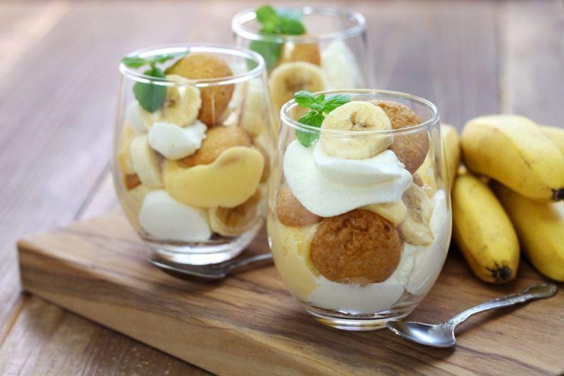 vanilla wafers, banana slices, whisk