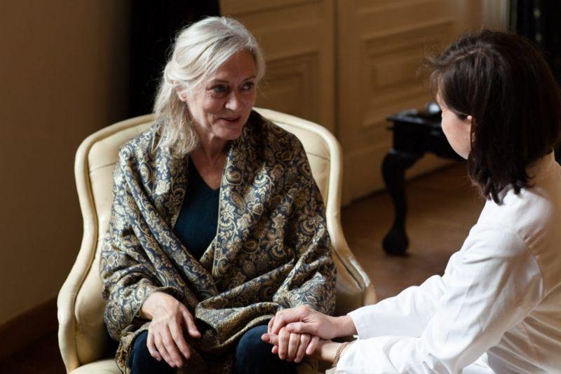 sundowning Alzheimer's woman