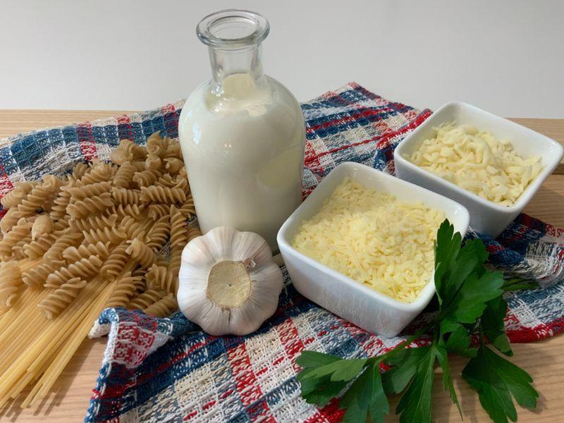 Ingredientes ready to make Alfredo Sauce