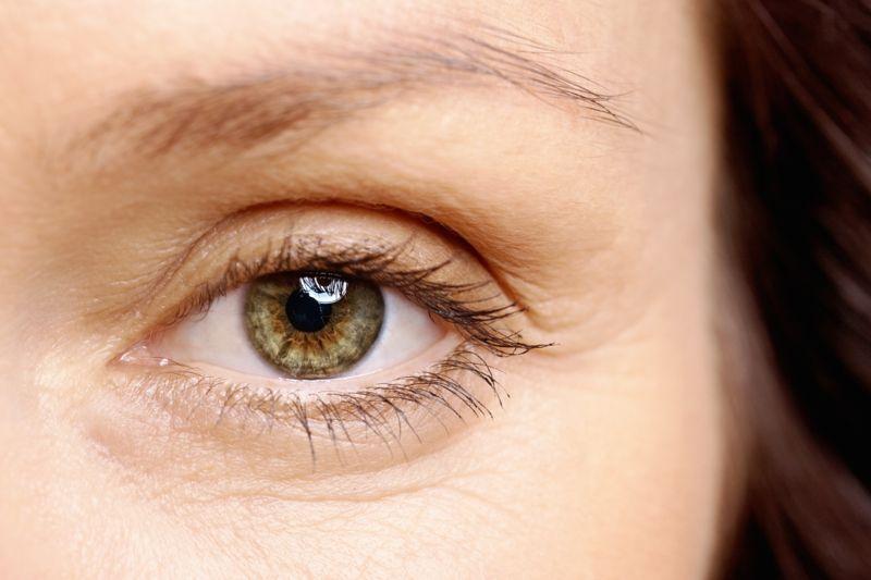 thin eyebrow
