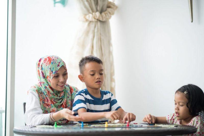 mother children board game