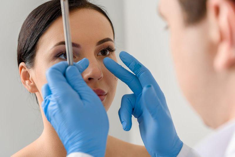 Cosmetic procedure doctor dermaplaning