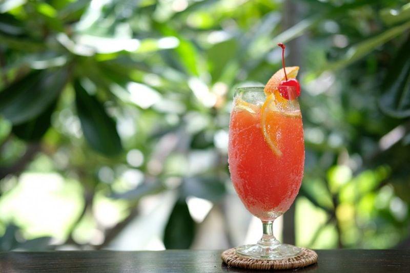 Rum punch with fruit garnish.