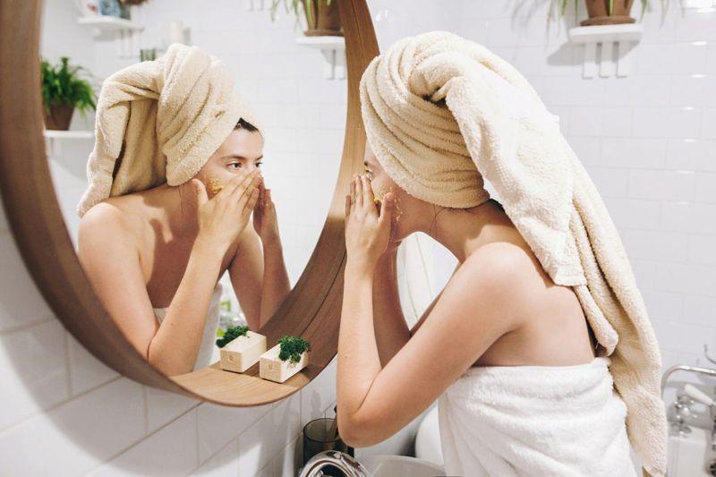 skin face cream mirror