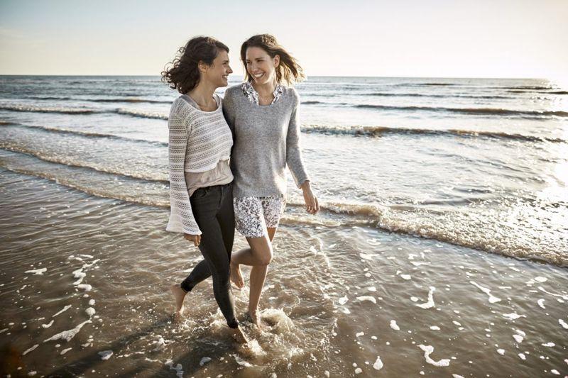 girls women beach friends sea