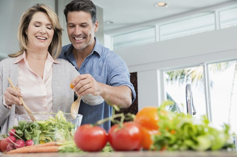 couple healthy eating