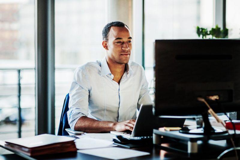 man computer trading