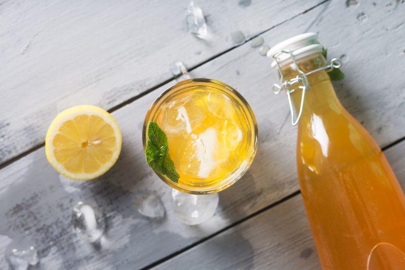 kombucha glass lemon