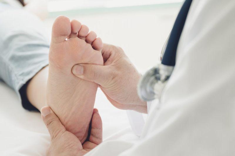 doctor foot diagnosis