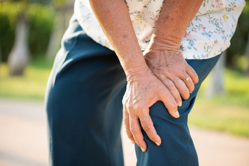 aging knee stiffer