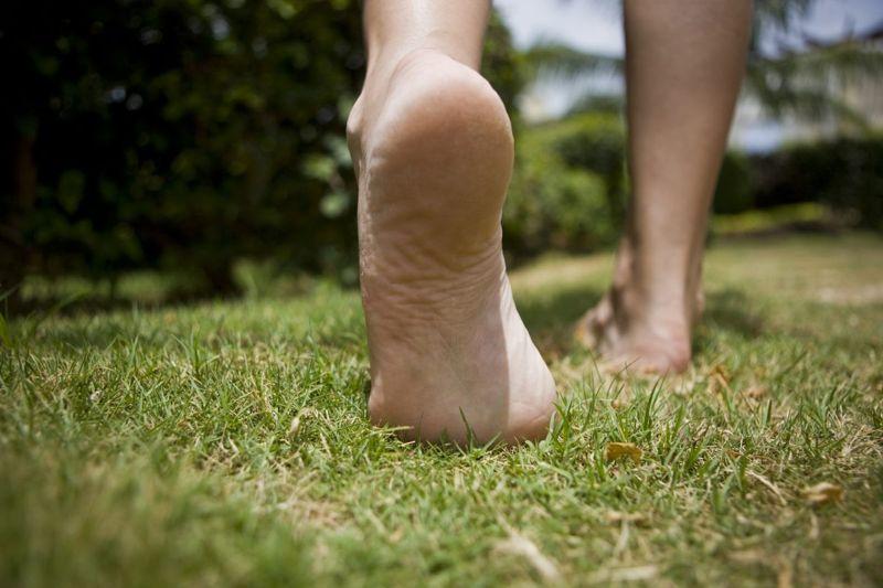 symptoms pain feet