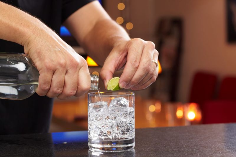 gin vodka tonic water